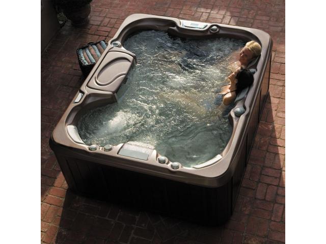 Vand jacuzii in stare foarte buna de functionalitate