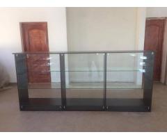 Rafturi sticla, tejghele,tonete,vitrine,mobilier magazin Romania