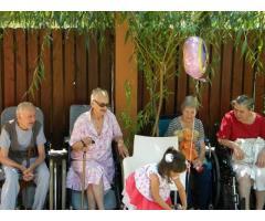 Cămin bătrâni București | curte, terasă, dotări